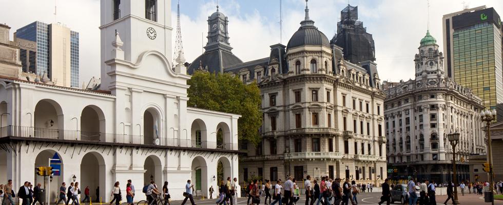 Plaza de mayo y casco hist rico sitio oficial de turismo for Piletas en buenos aires