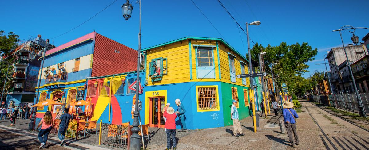 7cf00ca34e Entre la calle-museo Caminito